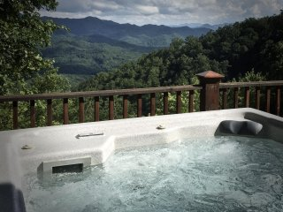 Mountain Time GRAND OPENING Sparkling Hot Tub, Game Table, Luxurious and Private