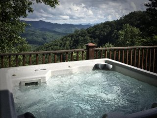 Mountain Time -At Sky Cove- Sparkling Hot Tub, Game Table, Luxurious and Private