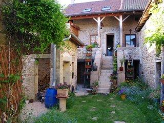 Charmante petite maison traditionnelle, entierement renovee tout confort moderne