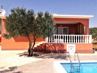 Pinea, Holiday Home with swimming pool !
