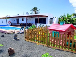 Villa with pool 1km from Playa Dorada, Lanzarote