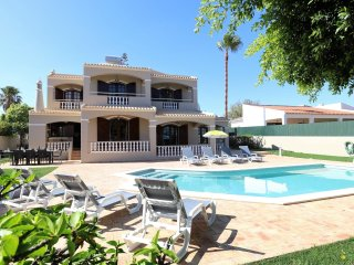 Algarve - Albufeira Charming 4 bedroom house with private pool & spacious garden