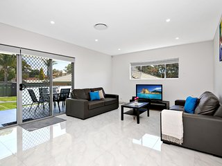 VILLA HYDRAE 96 - SYDNEY Spacious, Sleeps Groups, Close to CBD