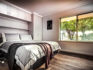Perth Lumea Morley | Sleeps 10, Great Value Great Location & Excellent Reviews
