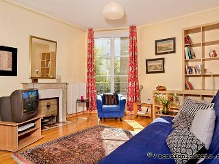 Authentic Paris One Bedroom - ID# 325