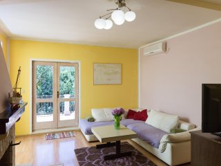 Apartment Cypress - Three Bedroom Apartment with Terrace and Garden View