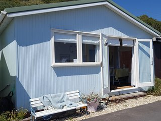 Beautiful Beach Chalet in the heart of Lyme Regis