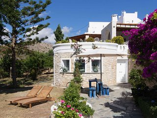 Bright House with Garden & Sea View in Parikia, Paros