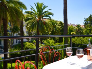 Near Place Garibaldi, modern 1-bedroom apartment with sunny terrace, garden view