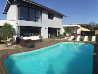Magnifique villa d'architecte avec piscine à côté des plages