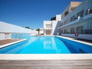 Apartamento Luxo com Piscina, AC, Garagem e Wi-Fi Internet