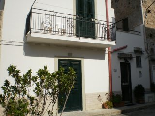 Casa Carbone a  Mondello in cortile tipico siciliano