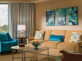 Luxurious Family Friendly resort! LOW prices! Across from Orlando World Center