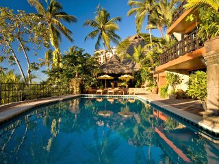 9 BR Gorgeous ocean front house in Conchas Chinas
