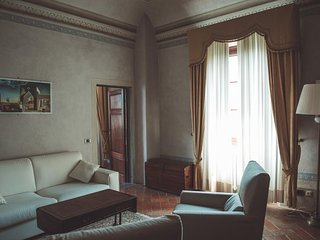Old Villa 15 mins from Pisa International Airport- 1 JUNIOR SUITE 4 BEDS