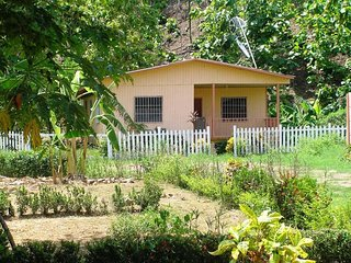 Large Farmhouse - Near Curu and Beaches - Private and Secure