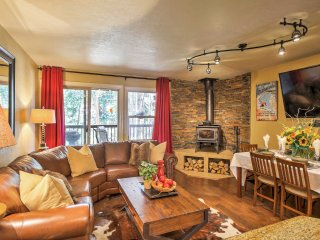 Peaceful & Relaxing 3BR Breckenridge Townhome w/Wood Burning Fireplace, 2 Large