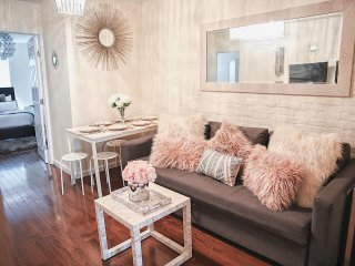 Center of ALL NYC Best Tourist Spots Midtown Spacious 3 Bedroom- Luxury Design