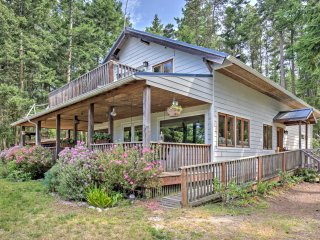 Lopez Island House w/Pond & Meadow, Walk to Beach!