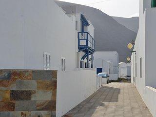 vista de la entrada a la casa desde la calle La Quemadita
