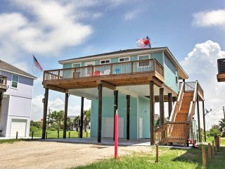 NEW! 2BR Crystal Beach House - Walk to the Beach!
