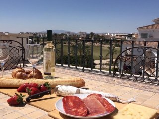 Relax, relax, relax! Bright, comfortable penthouse - lovely private sun terrace.