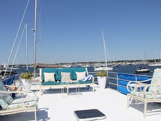 Unique Houseboat Experience located in Newport Harbor. Great summer escape!