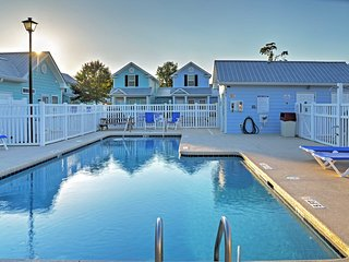 NEW! 2BR Myrtle Beach Townhome 2 Blocks from Beach