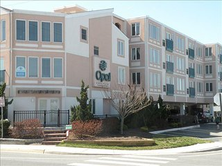 Dewey Beach Condo - with Beach and Pool Views. Life is Good!
