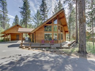 Recently renovated dog-friendly home w/ private hot tub - SHARC passes included!