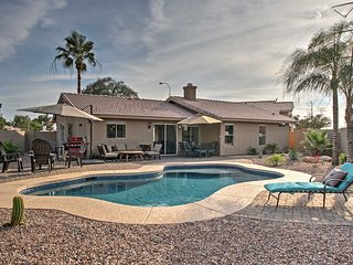 Home w/Heated Pool & Patio-2 Mi to Main St Gilbert