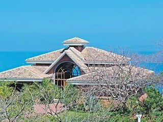 LUXURY 5 BEDROOM VILLA w/ SPECTACULAR OCEAN VIEW, HOT TUB