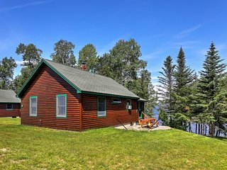 NEW! Lakefront 2BR Rangeley Cabin w/Enclosed Porch