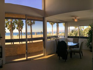 INCREDIBLE OCEAN VIEWS/LOCATION RIGHT AT BEACH - LOFT+PRIVATE PATIOS SLEEPS 1-6