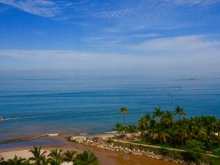 GRAND VENETIAN BEAUTIFUL OCEAN FRONT CONDO 2 BEDROOMS ALL AMENITIES!