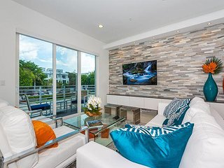 Sleek Luxury 4BR Townhouse w/ Pool & Hot Tub, Across from Beach