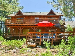 4BR w/ 2 Master Suites, 2 Decks, Fireplace & Tahoe Donner Amenities