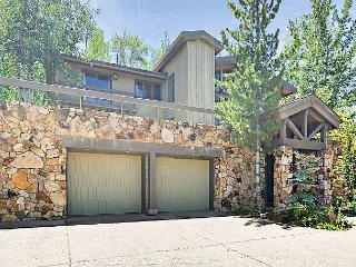 Gorgeous 5BR 4BA, Snowmass Home 100 'to Slopes, Hot Tub and Views