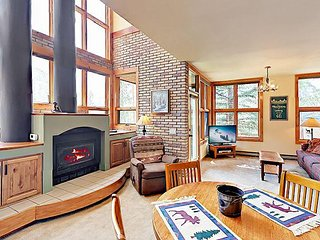 Townhome w/ Mountain Views, Shared Pool & Hot Tub – Best 1BR in Keystone!