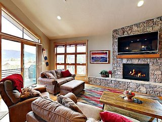 3BR w/ Private Hot Tub, BBQ & Amazing Mountain Views - Quick Drive to Resorts
