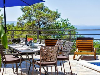 Holiday home Mira w/ heated pool & sea view Makarska Riviera
