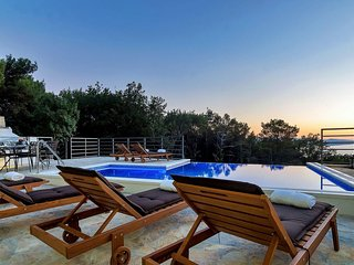 Holiday home Mira w/ pool & sea view