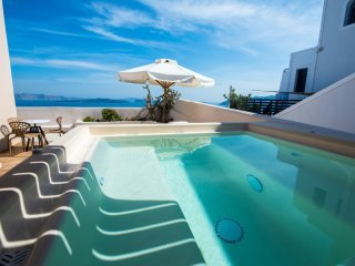 One Bedroom Villa with Outdoor Hot Tub | Caldera View, holiday rental in Tholos