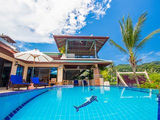 Best Villa Ocean view pool, chef, breakfasts,Trip Advisor Awards, 4 bed detached