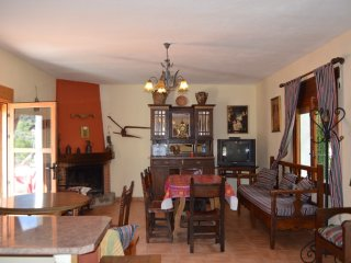 House with 3 bedrooms in Siles, with wonderful mountain view and enclosed garden
