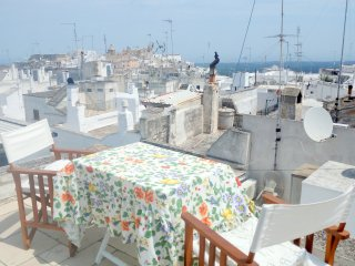 XVIII century Detached House-Sea View-Free wifi and parking. City center.