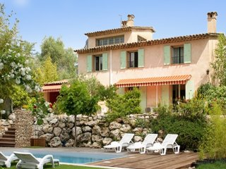 Large house w/pool in La Gaude