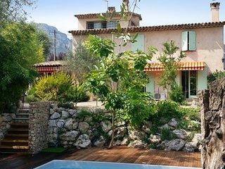 Large house w/pool in La Gaude
