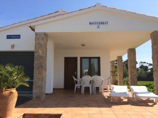 Villa Montserrat 3: cosy, next to Las Dunas Beach - Villas Coll -