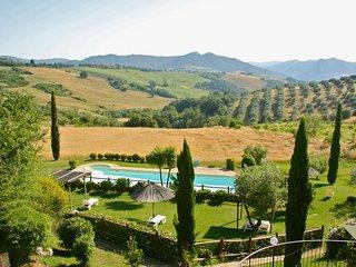 Agriturismo con piscina e terrazza ( ap. IL LECCIO)